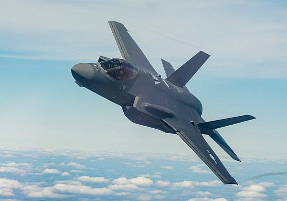 F-35 is about to get a lot smarter, using artificial intelligence to c...