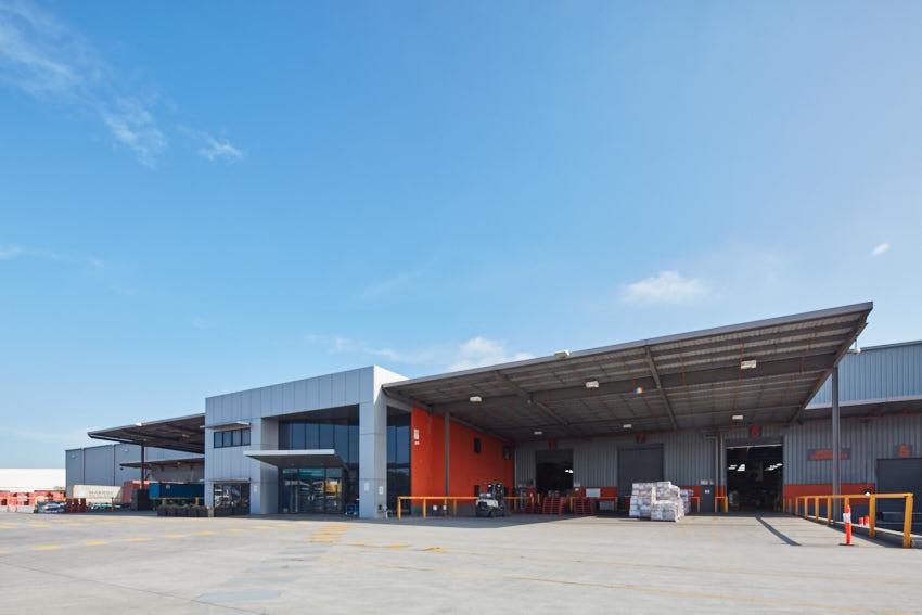 Toll creates Australia-first carbon neutral warehouse for Nike