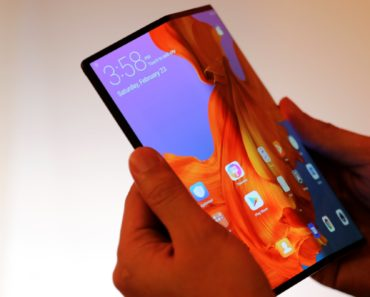 Huawei says Mate X delay is to avoid Samsung's foldable phone fiasco