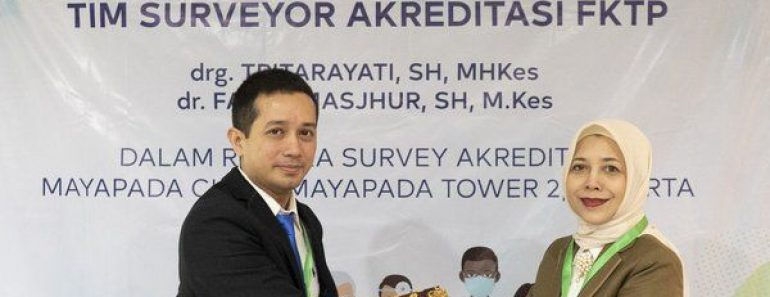 dr. Kevin Gilbert, Medical Director Mayapada Clinic and drg. Tritarayati ,SH, MHKes, Head of The Accrediation Surveyor Team